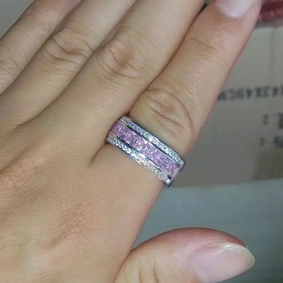 Jewelry - Pink and silver fashion ring